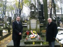 Przy grobie Józefa Elsnera