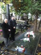Przy grobie Rodziców Fryderyka Chopina